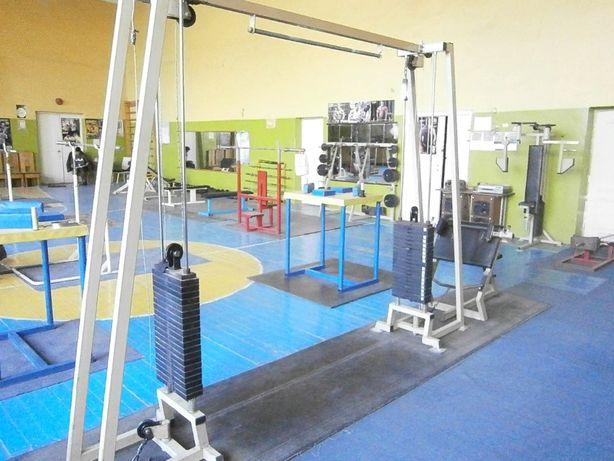 Оборудование для спортивного зала пауэрлифтинга и армспорта