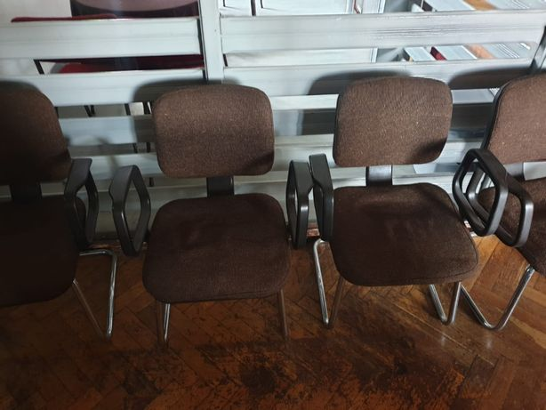 Krzesla sztuk 19