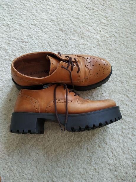 Sapatos cor de mel
