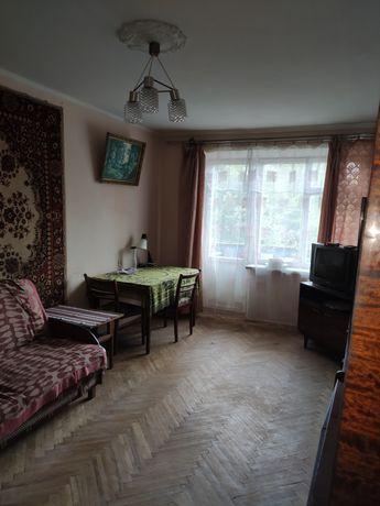 Продам 2-х кімнатну квартиру вул.Патона