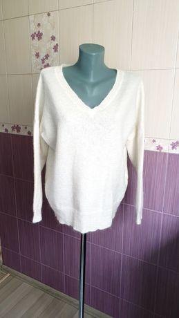 Шерстяной белый молочный свитер фирменный