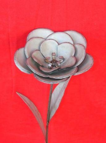 Flor em ferro