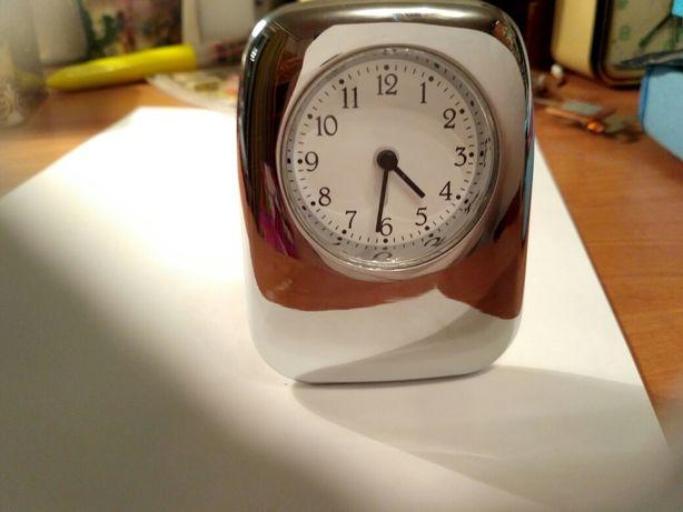 Часы кварцевые настольные TCM производства Германии
