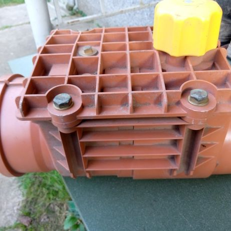 Клапан зворотній на каналізаційну трубу