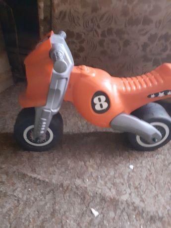 Zabawki hulajnoga motorek