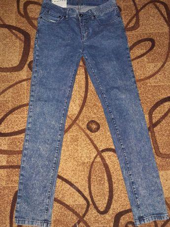 Продам джинсы на девочку подростка
