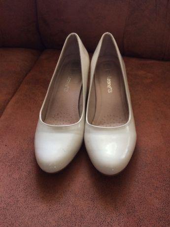 Жіноче взуття в хорошому стані