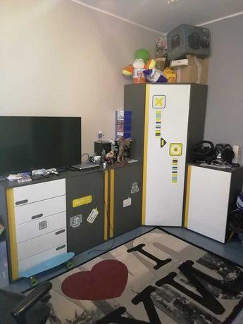 Meble młodzieżowe -zestaw: biurko, szafa narożna, komody, półki