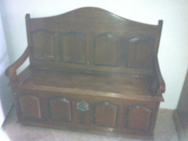 Banco em madeira antigo