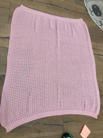 Różowy kwadratowy kocyk