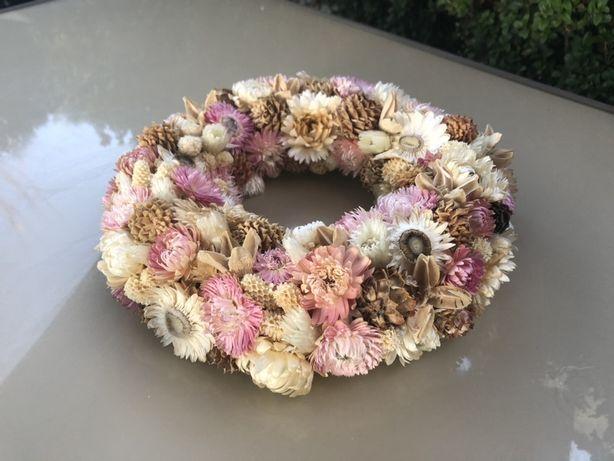 Wianek naturalny rękodzieło różowy suszone kwiaty róż