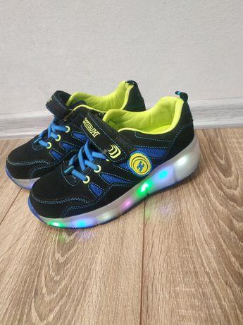 Кросовки-ролики,светящиеся.