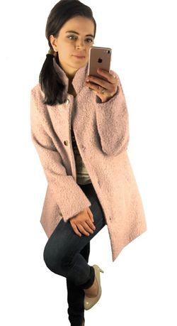 płaszcz pudrowy róż bocule bukle stójka złote guziki