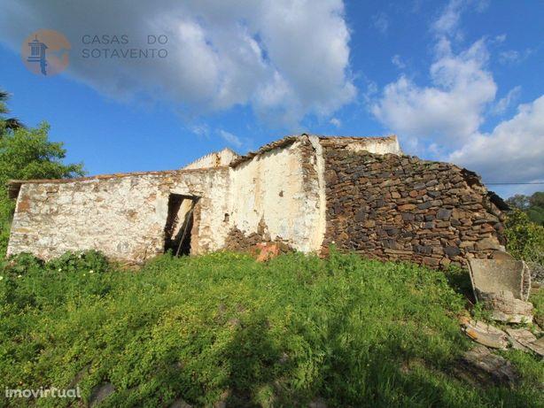 Terreno Misto no campo para construção de moradia