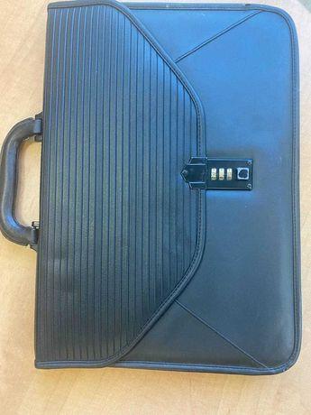 Продам портфель с кодовым замком