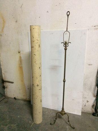 Candeeiro de pé alto 1,66 cm de altura