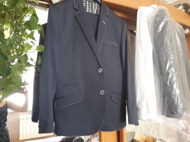 Elegancki nowoczesny garnitur męski