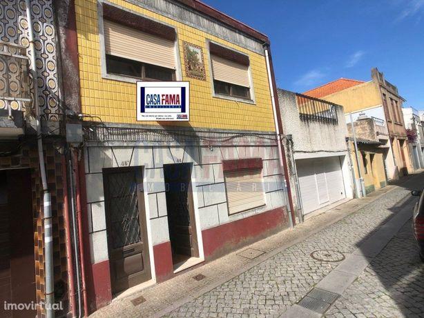 Moradia T5 localizada no centro da cidade da Póvoa de Var...