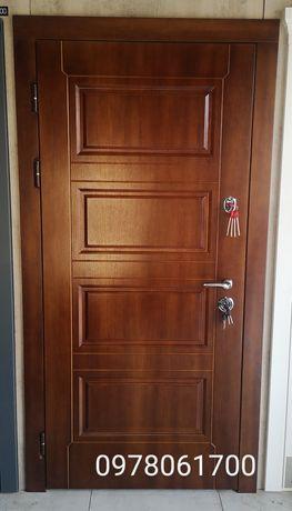 Дверь входная уличная в дом, отделка полотна - фанера влагостойкая!