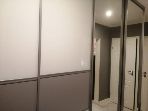 Szafa przesuwna białe szkło lustra