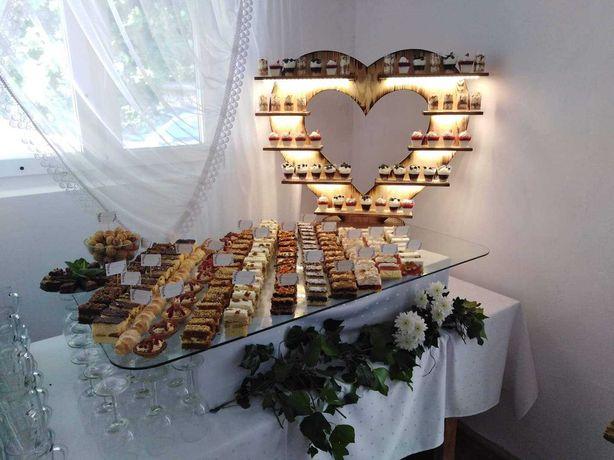 Podświetlany stojak deserowy na ciasta