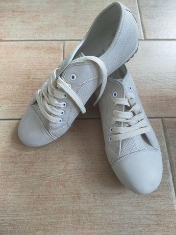 Кросівки, кеди на шнурках