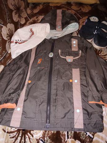 Вещи для мальчика куртка, кепка, обувь, безплатно