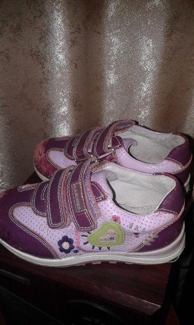кроссовки на девочку даром