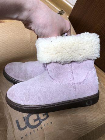 Продам ugg usa для девочки 17 см ,розовые .