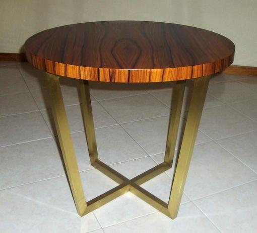 mesa de apoio nova em latão escovado e tampo em pau ferro