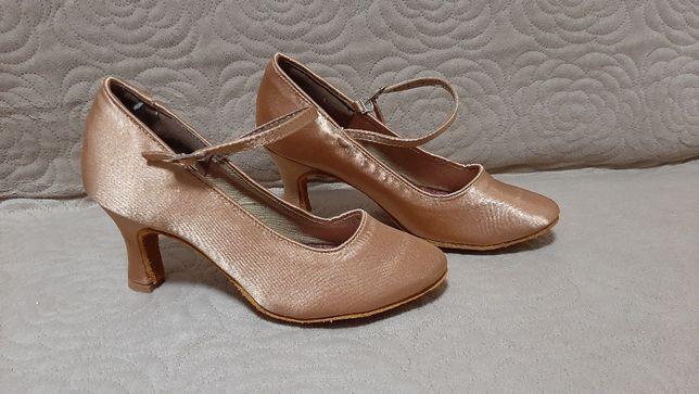 Buty do tańca standardu 7 cm