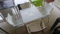 Mesa e 4 cadeiras de esplanada