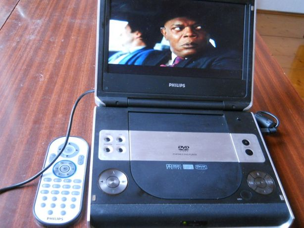 """Philips Portable DVD Player 8.5"""" PET724"""