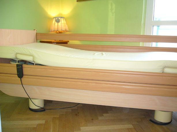 Sprzedam łóżko rehabilitacyjne z materacem odpornym na wilgoć