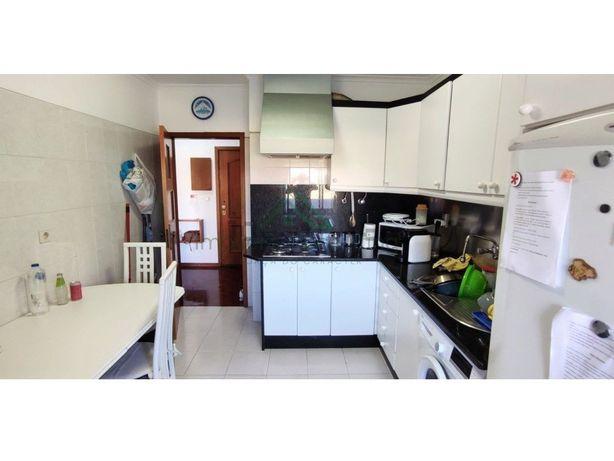 Apartamento T3| Bom estado| Cozinha equipada| Marvila