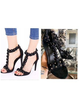 Czarne sandały na szpilce. Czarne szpilki z pomponami. Pompony
