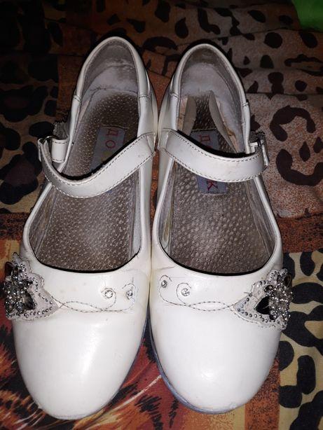 Туфли , босоножки белые