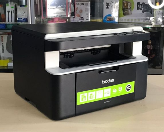 МФУ Brother DCP-1512R.