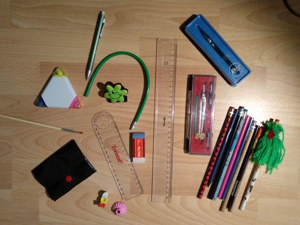 Conjunto de Material escolar variado