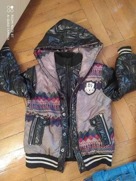 Куртка на 4-6 лет. Дешево!