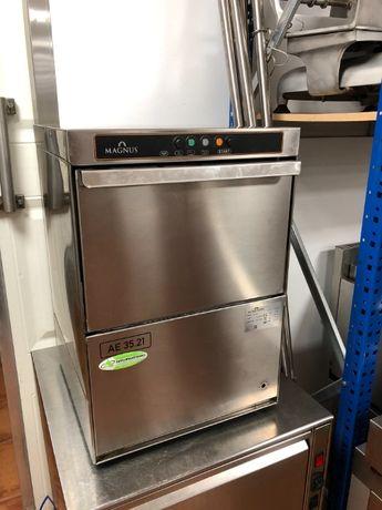 Máquina de lavar louça - chávenas e copos como nova