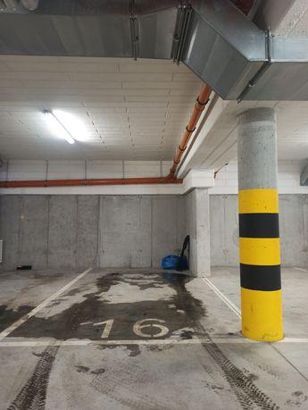 Do wynajęcia miejsce parkingowe w garażu ogrody hallera