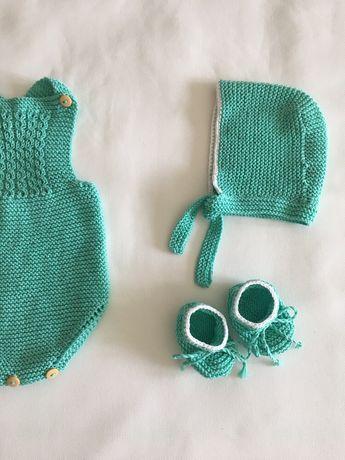 Conjunto em tricot, fofo, touca e carapins