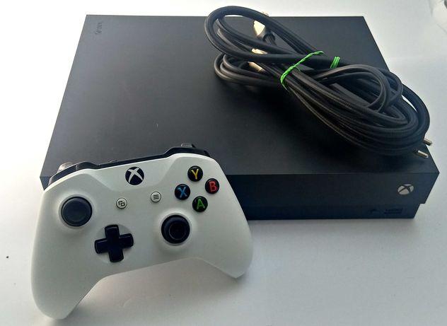 Konsola Xbox One X 1TB + Pad/Okablowanie