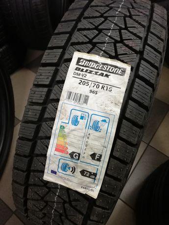Opony Zimowe Bridgestone Blizzak DM-V2 205/70R15 4 sztuki