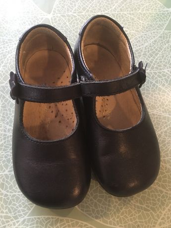 Sapato de menina azul escuro