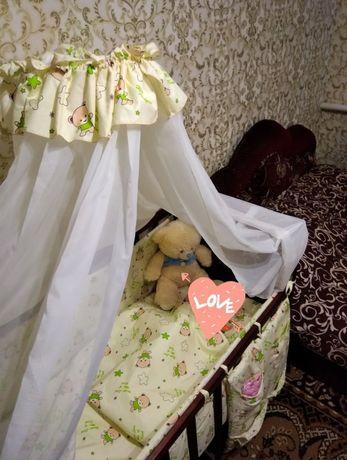 Детская кроватка с матрасом защитой и балдахином