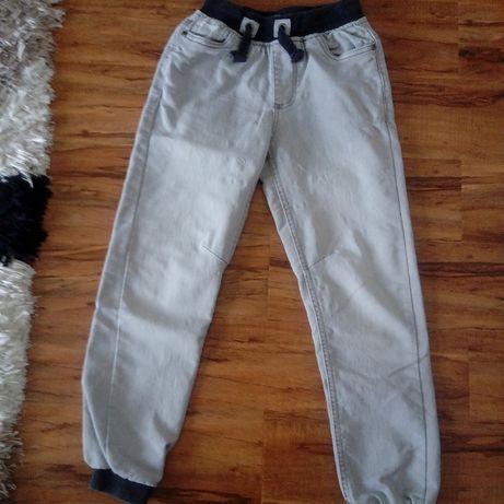 szare spodnie na wzrost 134 cm stan bdb