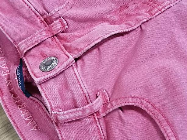 Джинсы женские, ярко розовый цвет. Сквозные дырки.