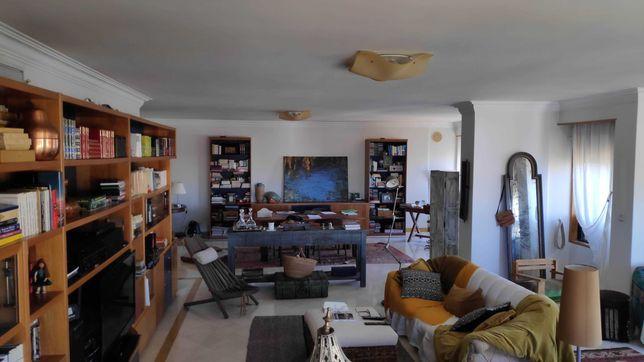 Apartamento T4 ao Areeiro, 226 m2, dois parqueamentos e arrecadação